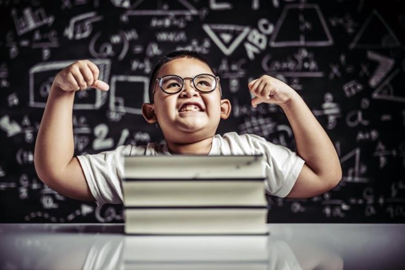 A tanulási motiváció növelése lehetséges, ha megjelennek különféle motivációs eszközök a tanításban.